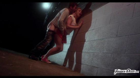 Прижал девушку к стенке