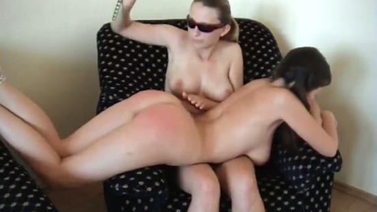 Лесбиянка наказала подругу поркой