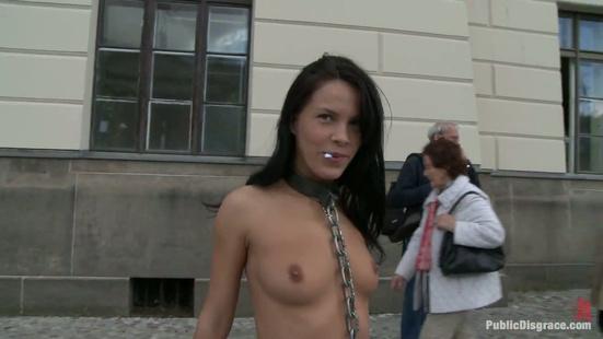 Без одежды на улице видео