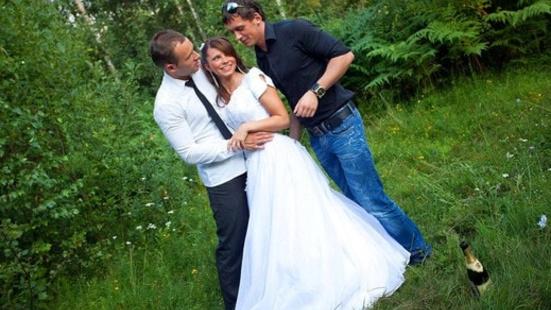 Русскую молоденькую невесту пустили по кругу после свадьбы
